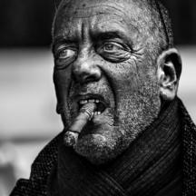 Kuřák doutníku / Man smoking a cigar