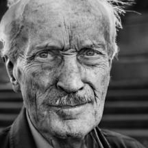 Přímý pohled / Old man looks straight