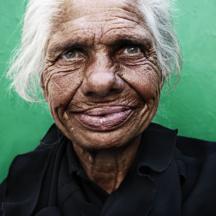 Pozitivní žebračka / Positive homeless woman